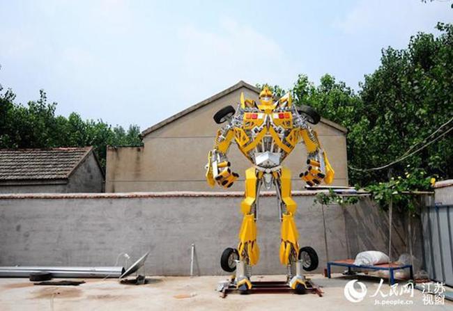 Para presentear o filho, chinês cria Bumblebee em tamanho real